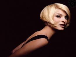 Линда Еванджелиста е новото рекламно лице на Prada