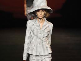 """Вивиан Уестууд с """"ученическа"""" колекция на Лондонската седмица на модата"""