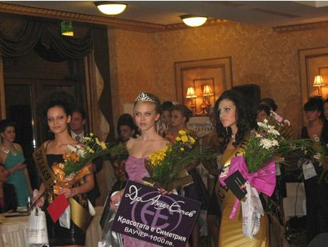 Мадлен Стоянова спечели титлата Мис Бургас 2010.